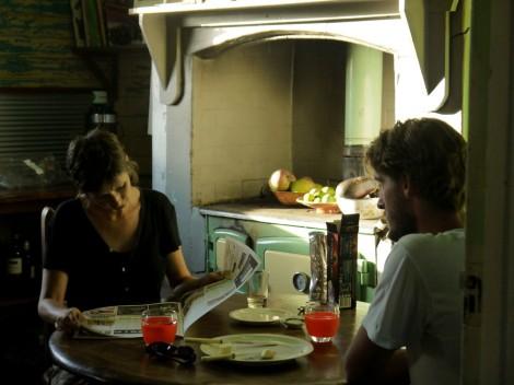 Vicky und Moritz beim Zeit Zeit sein lassen nach dem Frühstück