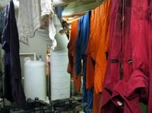 Perfektes Klima: frisch gewaschene Blaumänner im warmen Dieseldunst der Maschinenraum-Werkstatt
