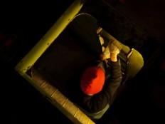 Sightseeing in Kiwiland: Clara auf dem düsteren Weg in den kalten Laderaum